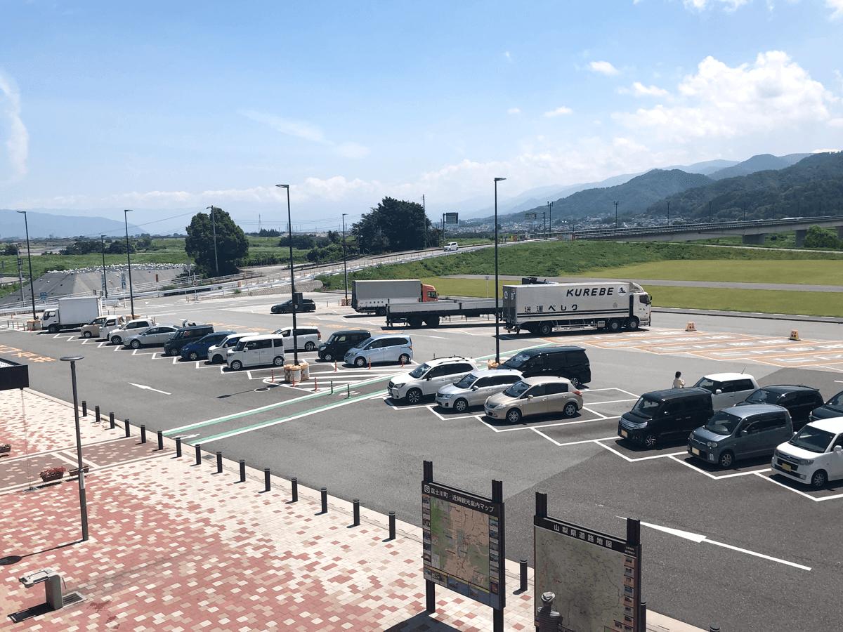 山梨県道の駅富士川駐車場