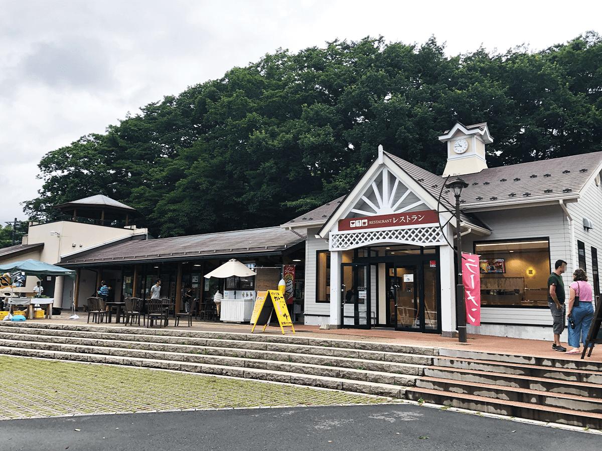 山梨県道の駅かつやま外観