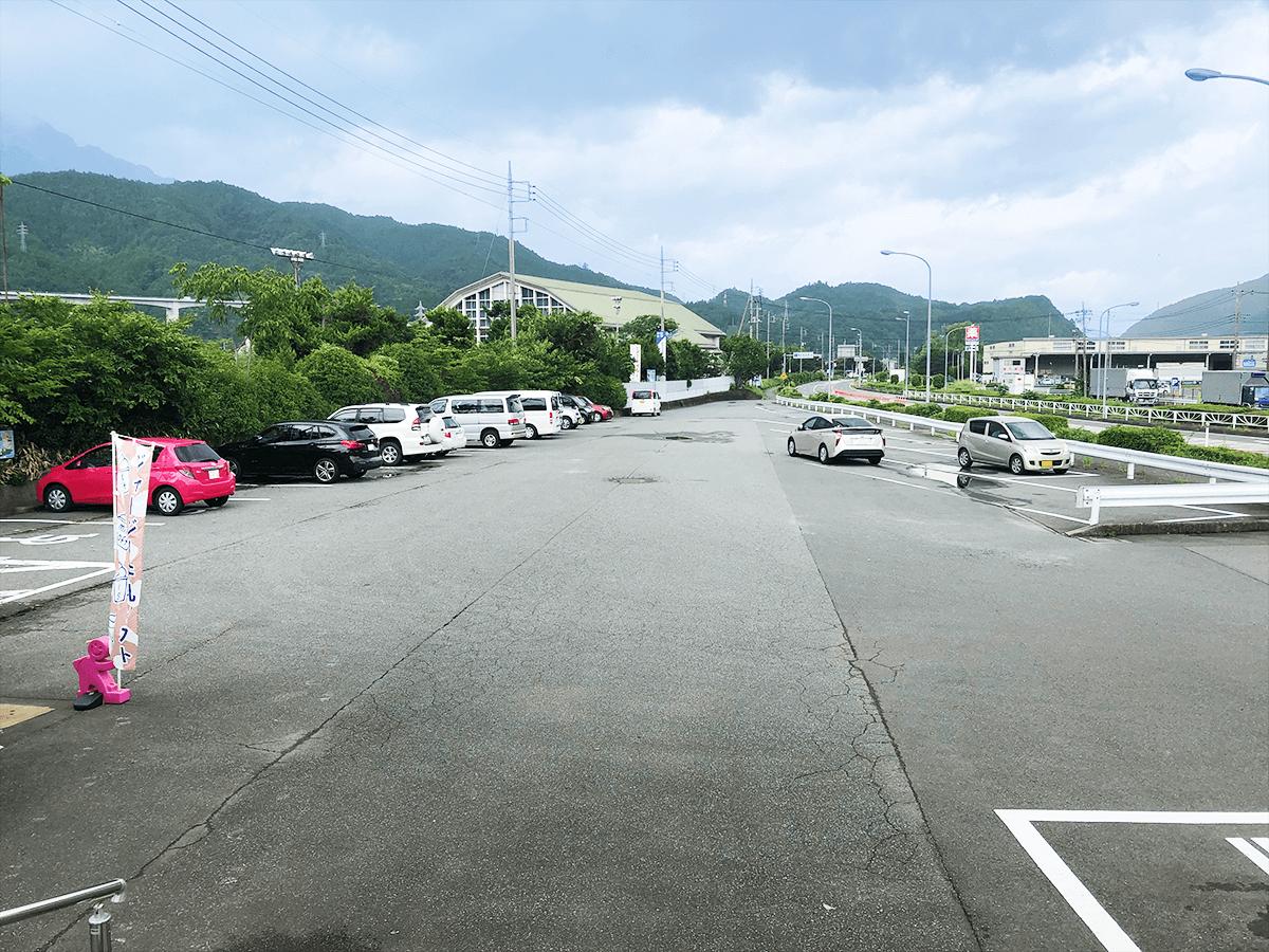 山梨県道の駅とみざわ駐車場