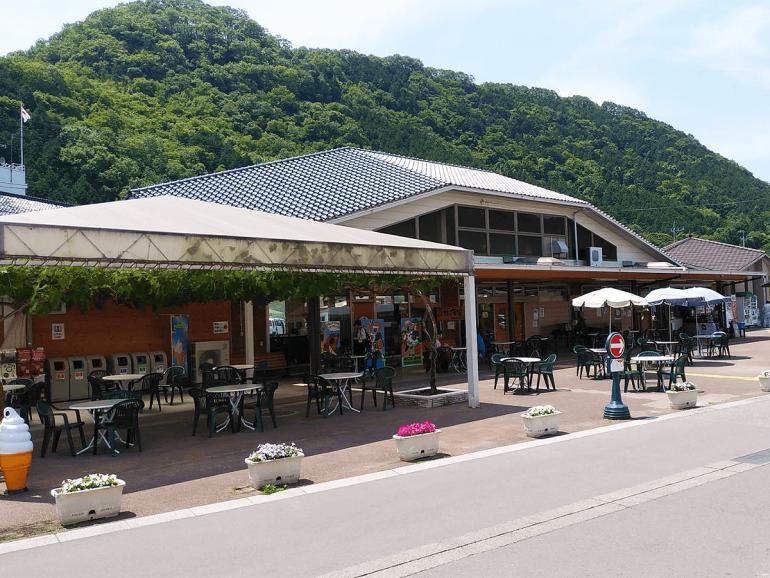 広島県道の駅クロスロードみつぎ外観
