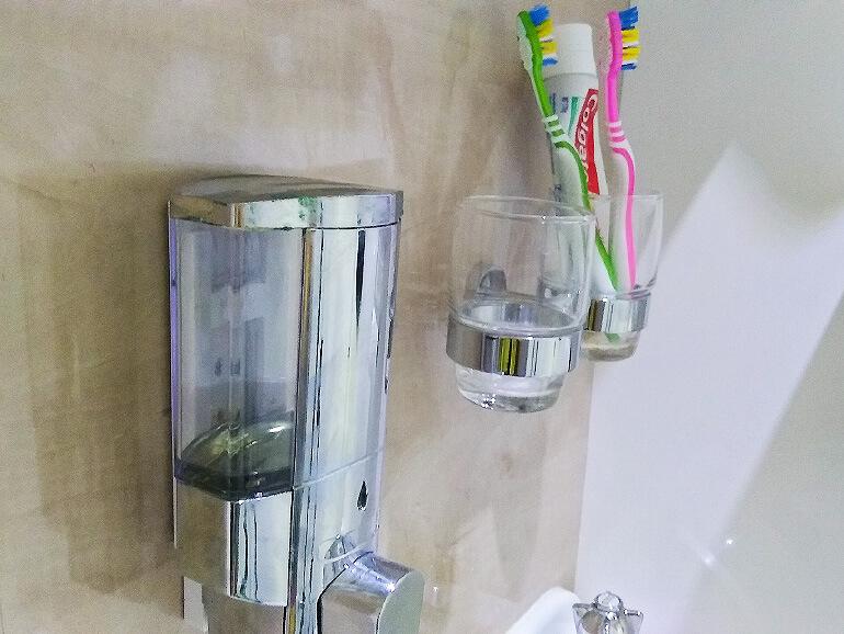 キャンピングトレーラー内装シャワールーム