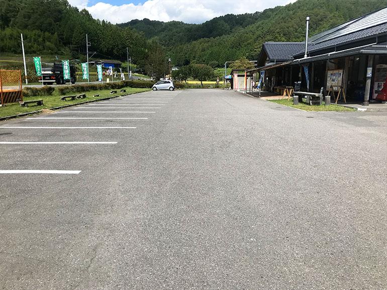 長野県道の駅南信州うるぎ駐車場