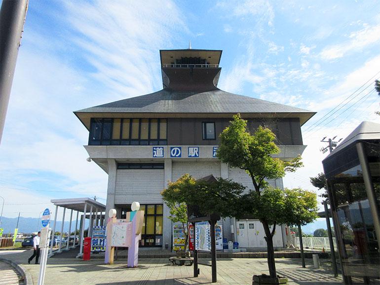 山形県道の駅河北外観