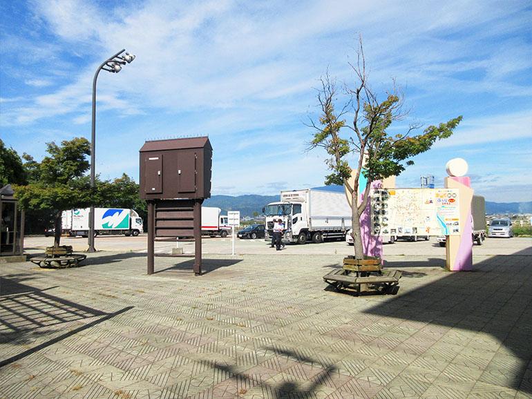 山形県道の駅河北駐車場