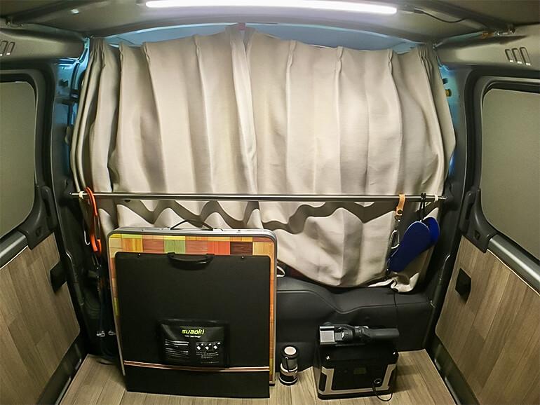 カーテン 車内