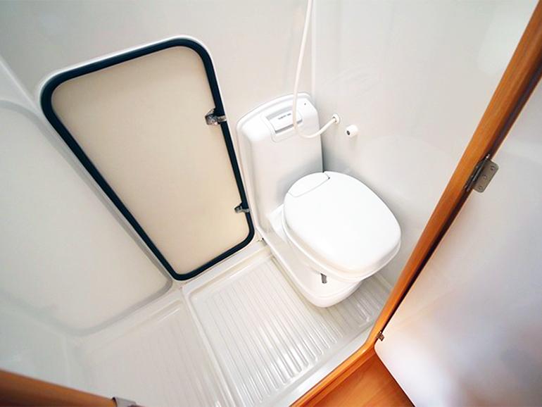 キャンピングカー 生活 使う装備 トイレ