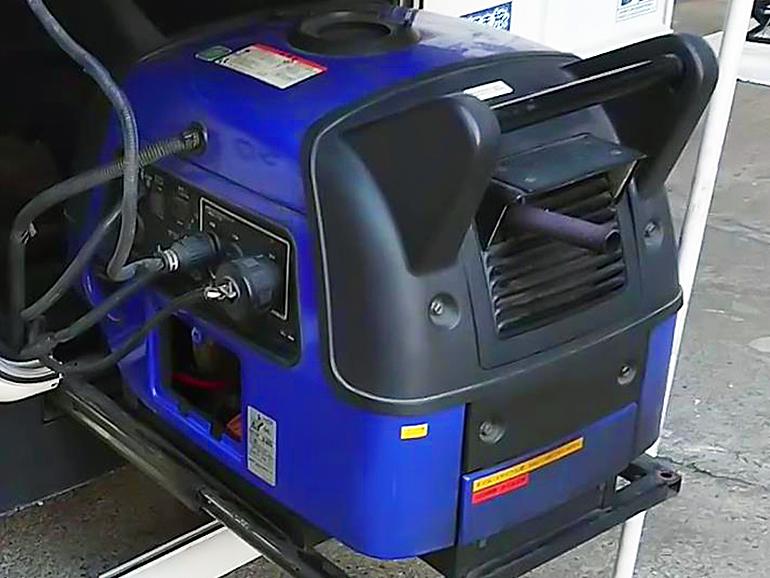 キャンピングカー 生活 使う装備 発電機