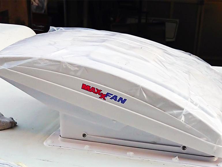 キャンピングカー 生活 使う装備 ベンチレーター