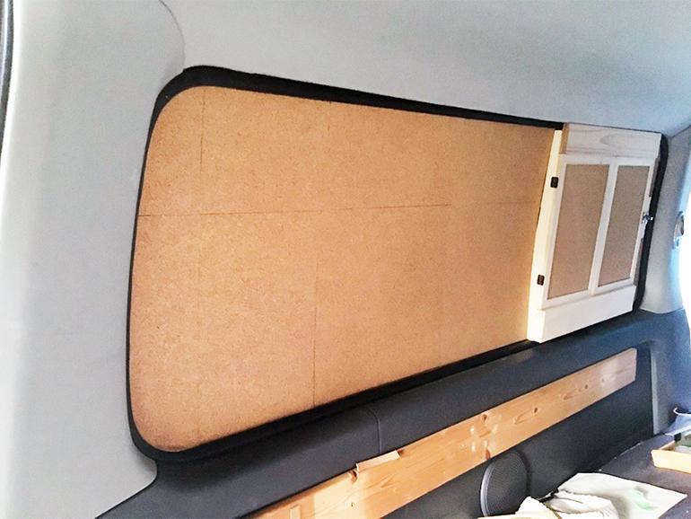 車中泊 窓 DIY