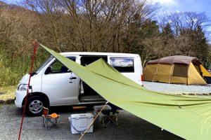 キャンプに使われているキャンピングカー