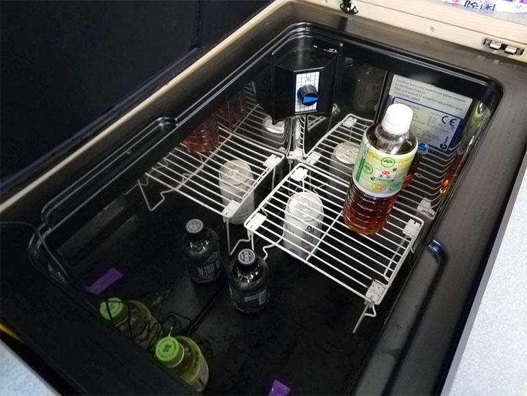 冷蔵庫内に設置された棚