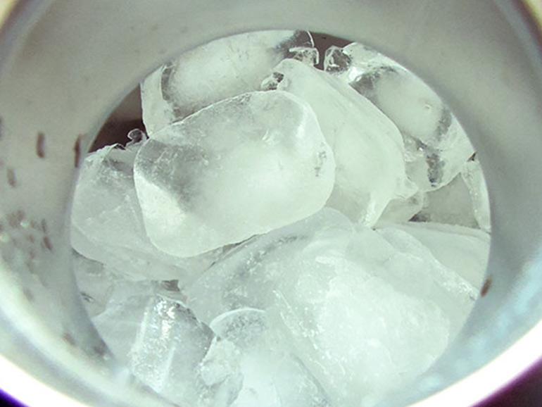 スタンレーに満たされた氷